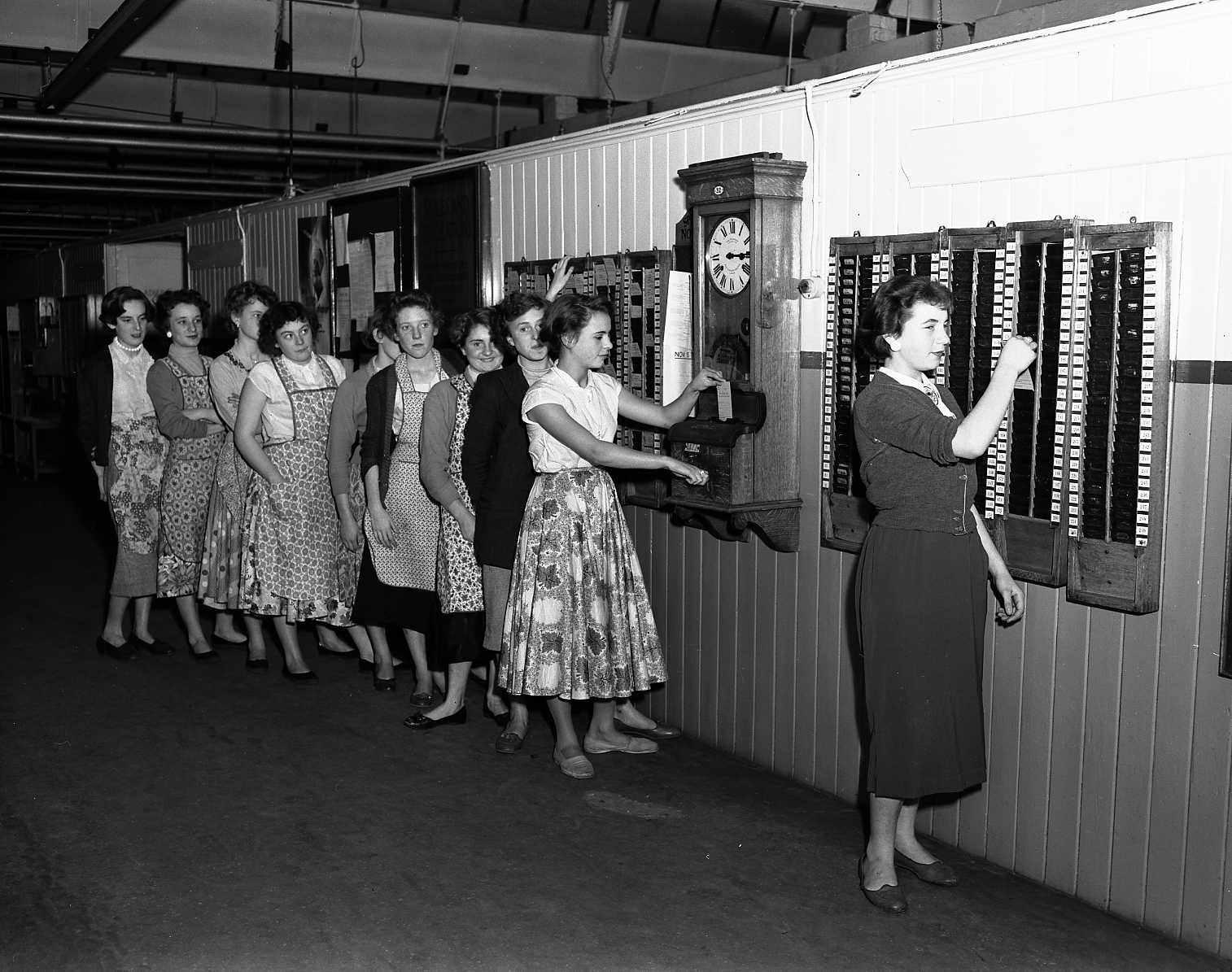 El registro horario formaba parte de la rutina diaria de los trabajadores.